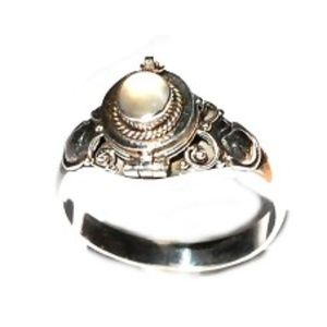 Jewelry - Sterling Silver thin Poison Moonstone Ring